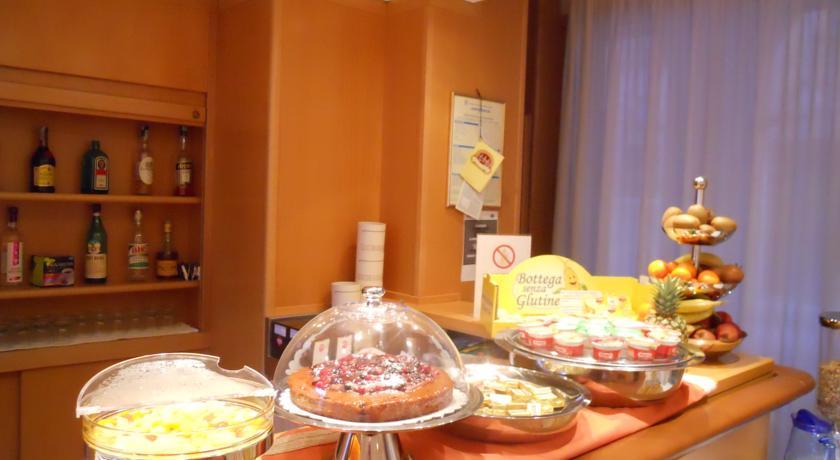 ウルビーノのホテル「アルベルゴイタリア」の朝食