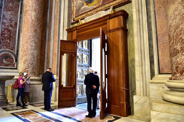 サン・ピエトロ大聖堂「聖なる扉」