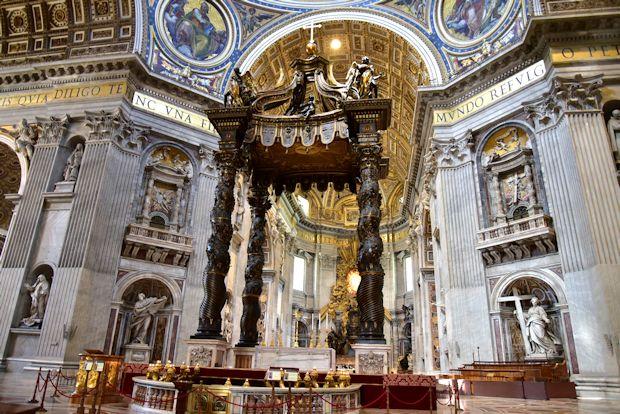 サン・ピエトロ大聖堂内部
