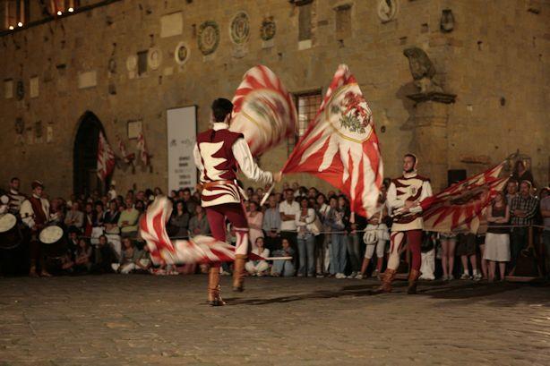 volterra-ad-1398-piazza-priori-1